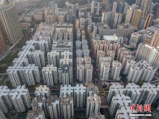 资料图:香港楼宇密集,大片住宅楼错落有致。 中新社记者 谢光磊 摄
