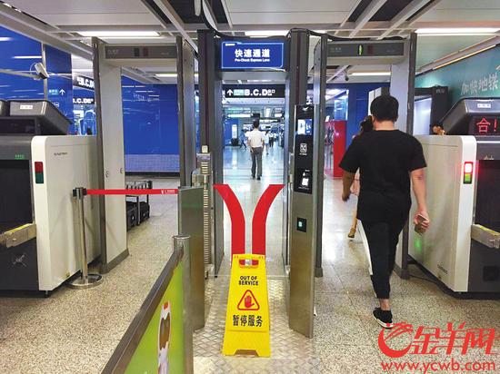 广州地铁万胜围站的人工智能安检门。