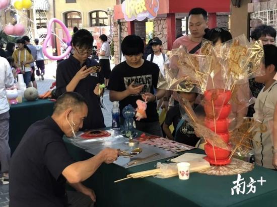 景区展演活动带旺旅游市场