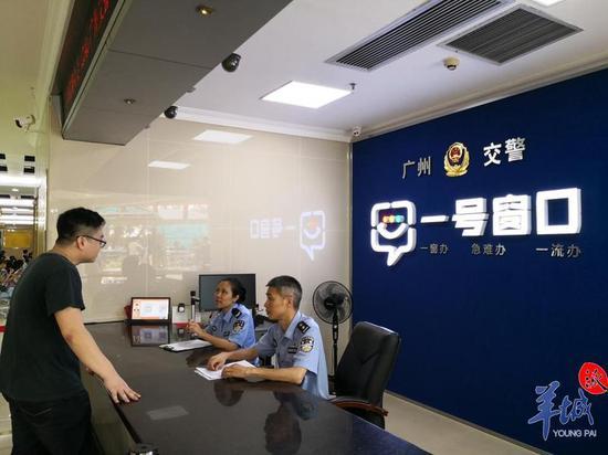 """一、广州交警设置两个""""一号窗口""""办理业务,办公地址和电话为:"""