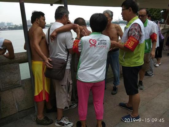 暖心:每天15万多广州街坊上街巡防护国庆平安