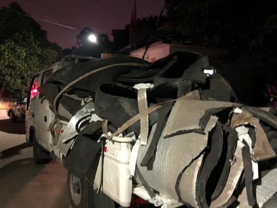 广州一司机将车载垃圾随意抛路边 被罚款200元