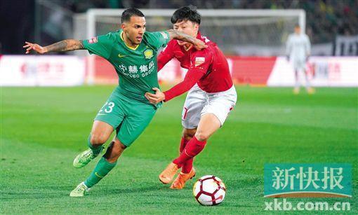在本赛季第7轮的比赛中,恒大与国安在北京工体打成了2∶2。