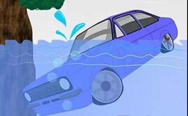 汽车入水的过程中,由于车头较沉,所以沉得比后面快。2。尝试打开车门和车窗