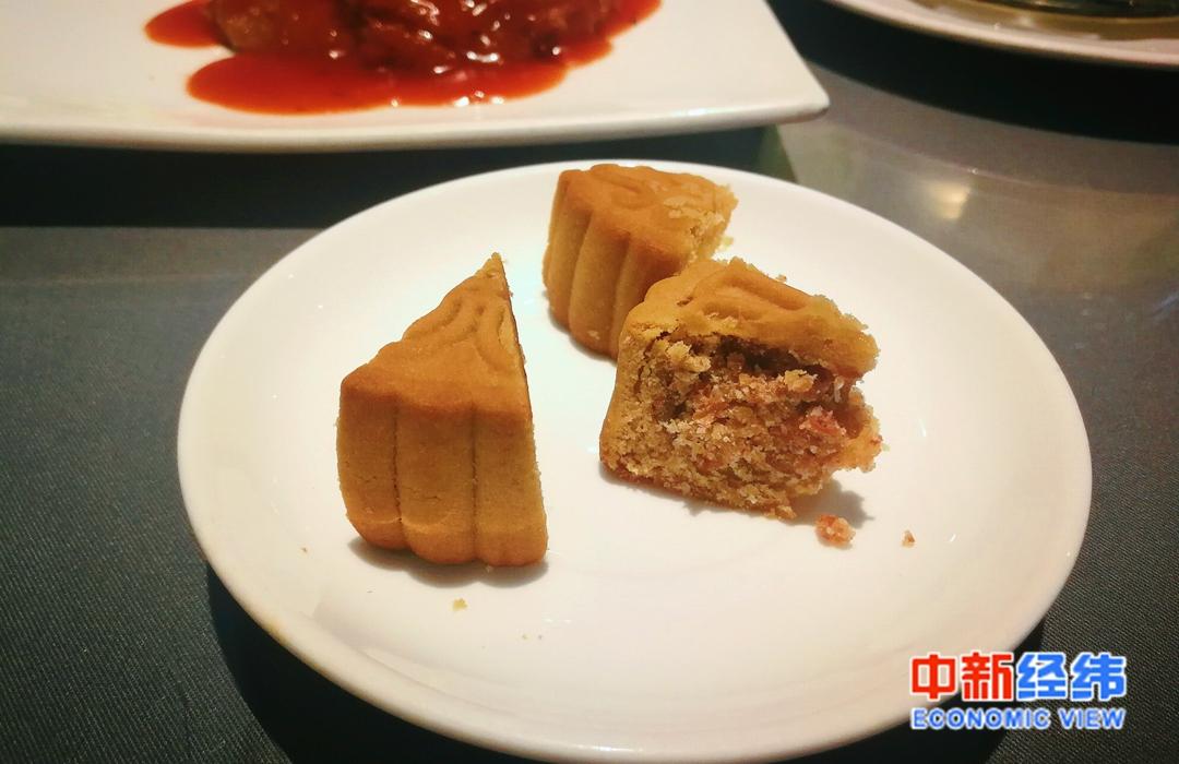 """北京某素食餐厅""""素叉烧""""月饼 中新经纬 张燕征 摄"""
