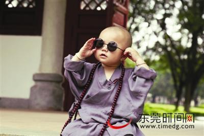 > 网红小和尚是真和尚吗【相关词_ 网红小和尚】  越南呆萌小和尚变成