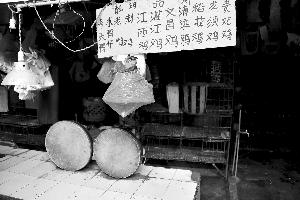 海珠区海晖市场,鸡档休市,所有活禽已被清空。