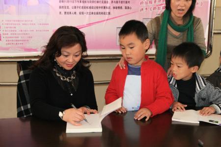 文学作家杨红樱来大良呼吁阅读