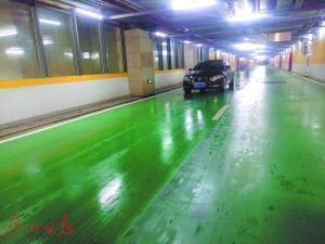 花城汇地下停车场已对地面重新滚漆