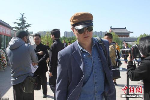 """""""唐僧""""扮演者徐少华现身追悼会。 弩炮 摄 图片来源:视觉中国"""