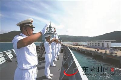8月1日,三亚某军港,第二十七批护航编队解缆启航奔赴亚丁湾、索马里海域执行护航任务