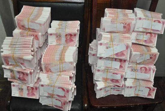 2人在韶关花26万购400万假币 清点花4个小时(图)