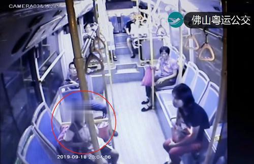 7岁女孩深夜独自乘车去广州 细心公交长助其找家人