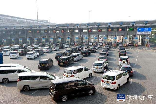 深圳皇岗边检站妥善处置大批滞留口岸的赴港旅客