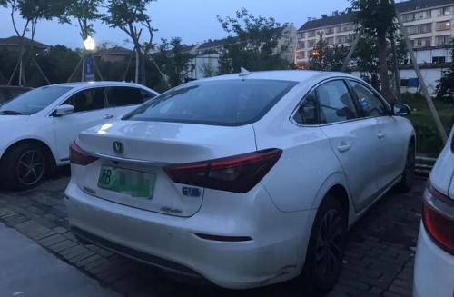 郝建强载了男女租客和失联女童的网约车。 新京报记者 祖一飞 摄