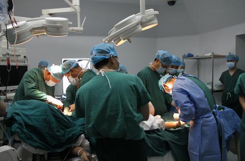 手术过程中 图由受访者提供