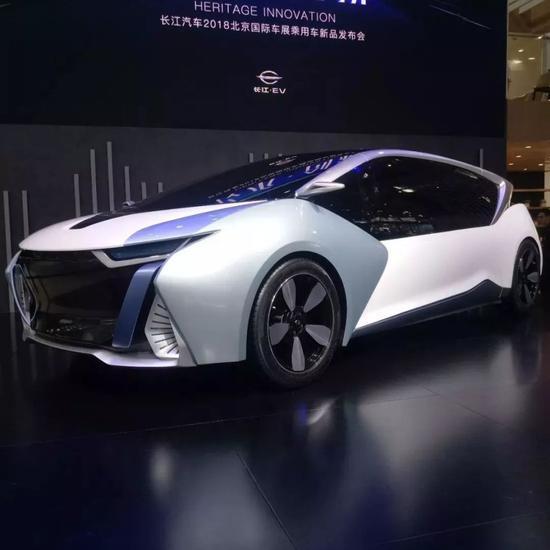 (长江汽车的新型纯电动中轿)