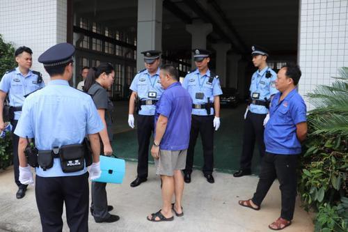 香洲法院执行人员劝说留守在厂房的工人尽快撤离 受访者供图