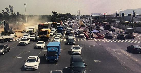 珠海30万车扎堆上路:珠海大道 105国道被挤爆