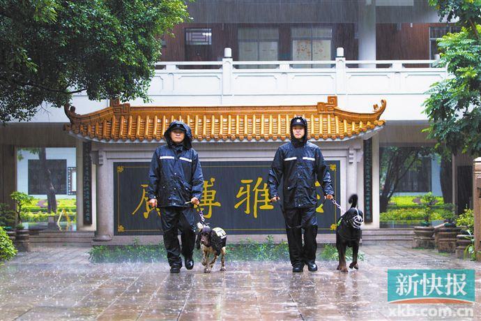 ■警方做好高考校园安保工作。