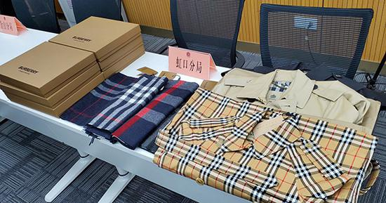 警方查获的Burberry假货。本文图片 上海警方提供