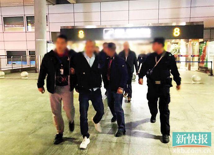 ■警方在长沙市黄花国际机场抓获嫌疑人欧某华。