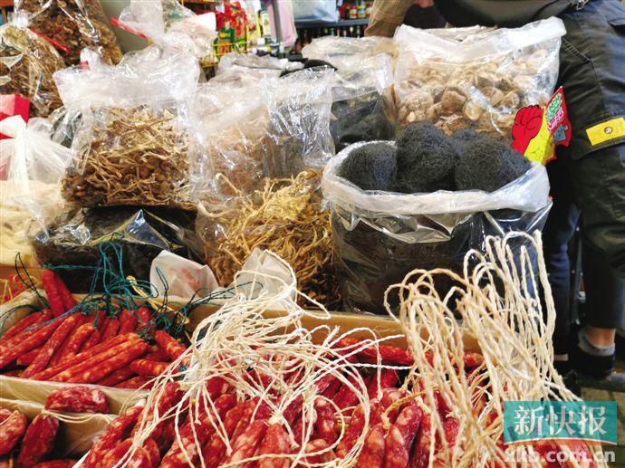 """■在广州天平日杂批发市场,有商家在出售""""发菜""""。 新快报记者 林钢威/摄"""