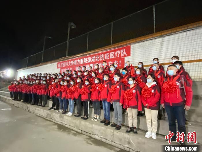 广东派出医疗队支援湖北荆州防控新冠肺炎。 李晓姗 摄