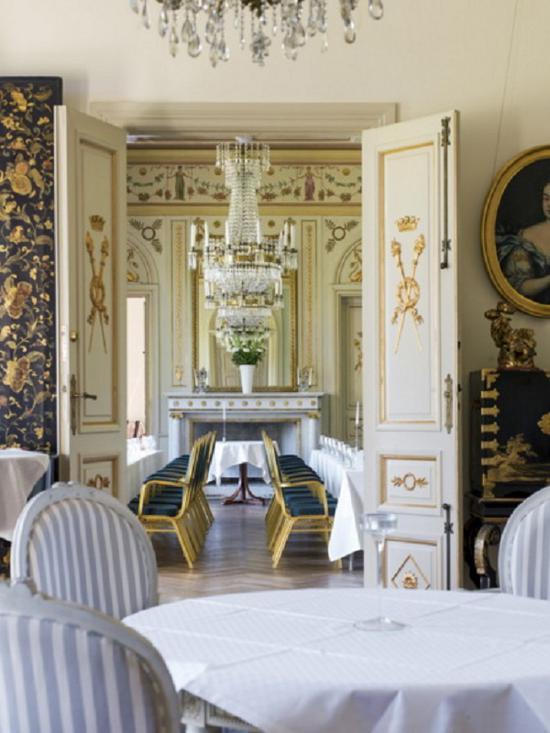 科伦诺沃葡萄酒庄园城堡精致华丽的餐室