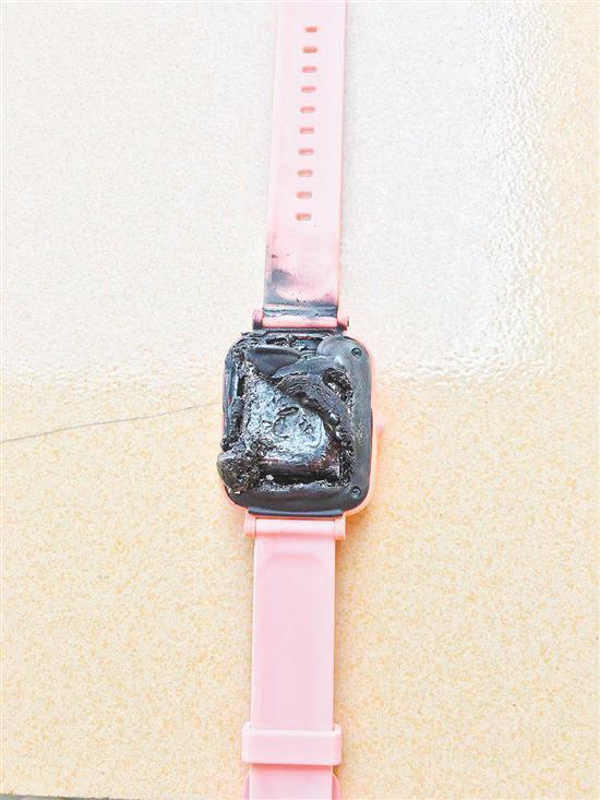 图为自燃的电话手表。