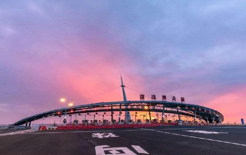 港珠澳大桥口岸通行的粤港两地车牌新增5500个指标
