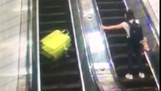 掉落的行李箱