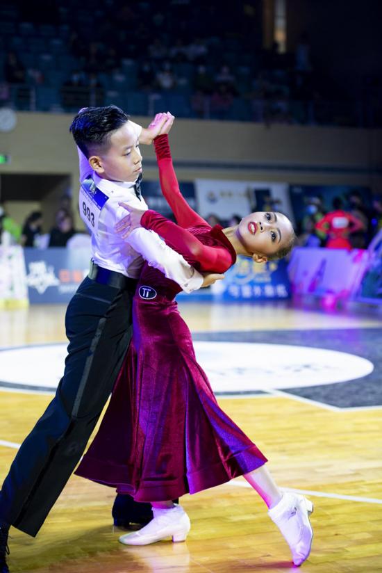 广东省体育舞蹈赛事活动在佛山狮山镇圆满落幕