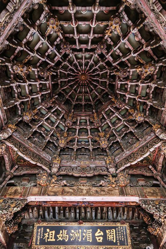 鹿港天后宫(即妈祖庙)藻井本文摄影均为 Luke Lou 图