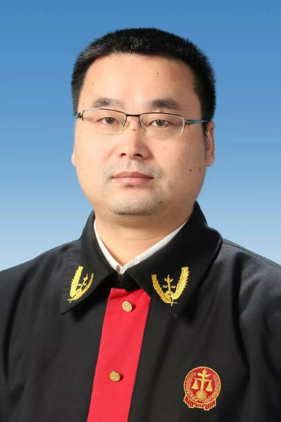 主审法官 年亚
