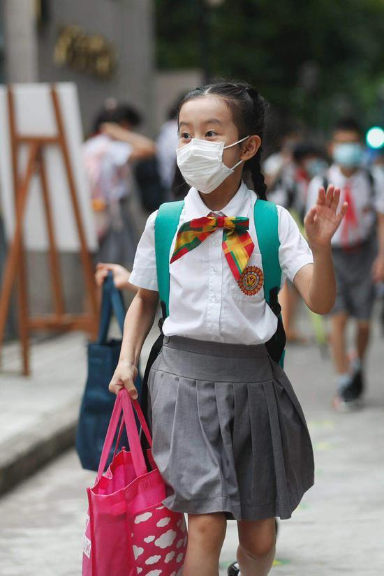 广州市天河区华康小学学生返校。