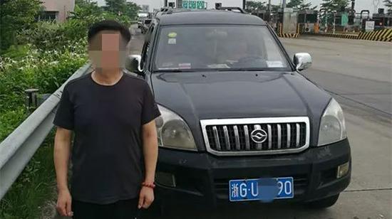 好在同事也有驾驶证,在违法处理完后,由同事继续开车向机场赶去。