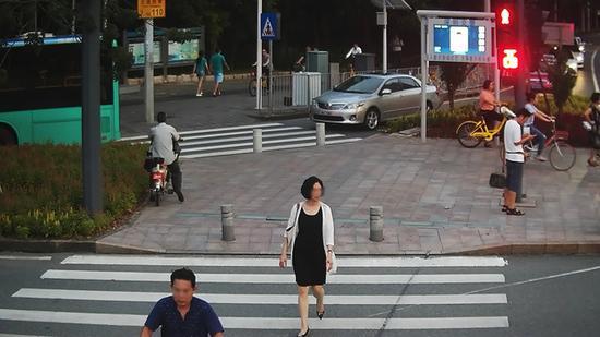 王某,违法时间:2017年9月6日,地点:新洲莲花路口东侧。