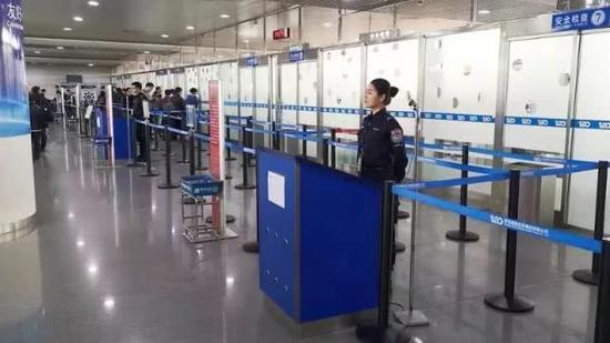 男子机场安检时面露诡异微笑 一查嘴里竟然藏着这个