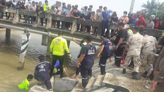 图为搜救现场(图:泰国《世界日报》网站)