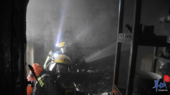 珠江帝景一高层发生火灾 室内消火栓竟然没有水