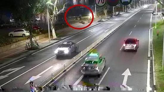 珠海代驾司机酒店门口接单突然倒地身亡 死因离奇