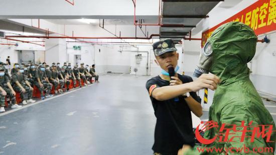 9月18日上午,人防宣传进校园现场观摩暨广州大学防空袭紧急疏散掩蔽演练活动在广州大学大学城校区举行