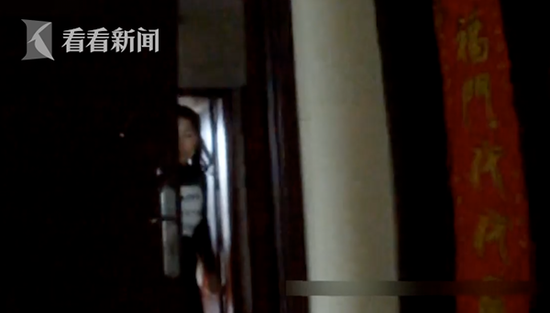 bob娱乐:48岁失足女误把民警当客人 主动往屋里拽