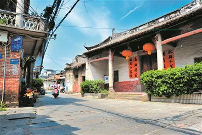 夏街古驿道两旁屹立着数座祠堂古建筑。