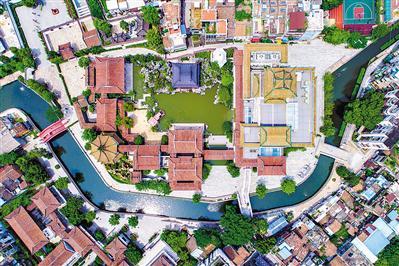 鸟瞰粤剧艺术博物馆,是中心大水庭配合六组别院的院落格局。