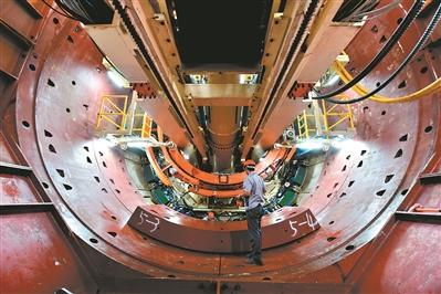 地铁十八号线和二十二号线首台直径8.8米的大盾构正式始发。 广州日报全媒体记者骆昌威 实习生庞舒尹 摄