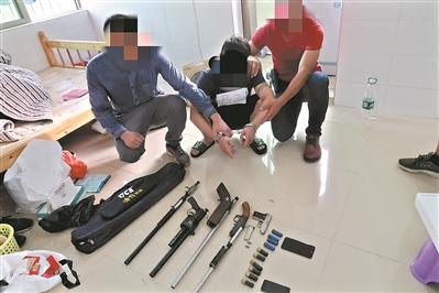南沙区在扫黑除恶行动中查获的枪支弹药等。