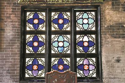 吊顶玻璃花格效果图-一扇窗包纳四季美景