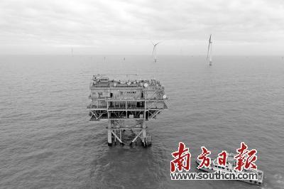 11月18日上午,广东能源集团珠海金湾海上风电场首批风机成功并网发电。南方日报记者关铭荣摄